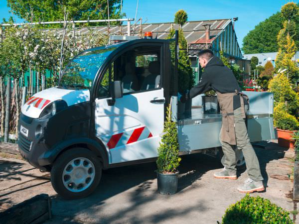 Electric utility vehicle for equipment transportation
